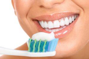 مسواک زدن و مراقب از بهداشت دهان